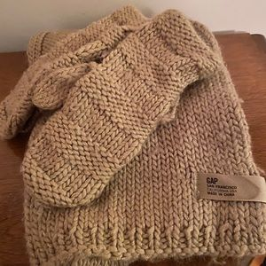 Gap gold scarf with mittens